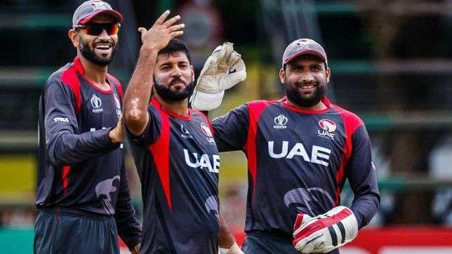 अमीरात क्रिकेट बोर्ड ने सोशल मीडिया के गलत इस्तेमाल करने पर अपने ३ खिलाडियों को किया निलंबित
