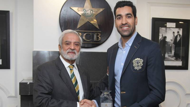 Umar Gul honored by the PCB for his services to cricket