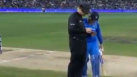 AUS v IND 2018-19: WATCH – MS Dhoni checks status of Australian bowlers' overs with umpire