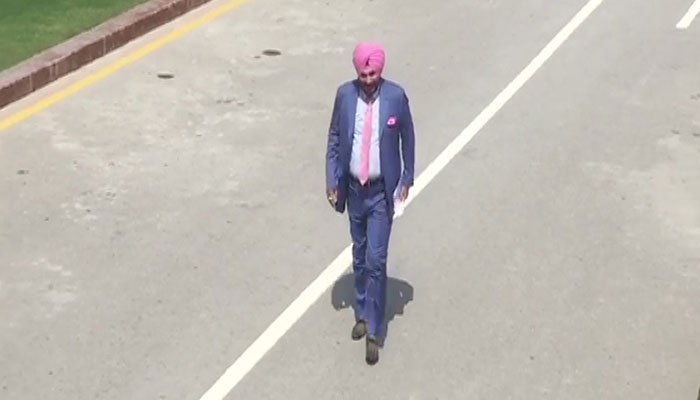 Sidhu arrived in Lahore via the Attari-Wagah border | Geo TV