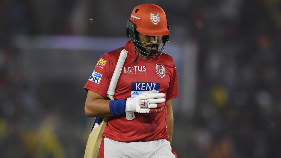 IPL 2018 : युवराज सिंह ने दर्ज किया अपने नाम एक अनचाहा रिकॉर्ड, जिसकी फैंस कर रहे हैं आलोचना