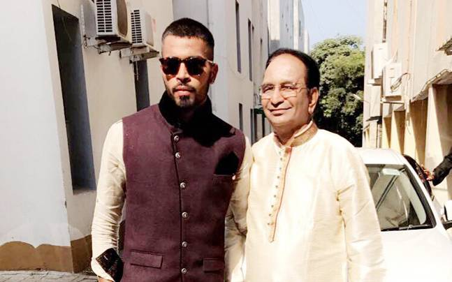 Hardik Pandya with his father | Twitter