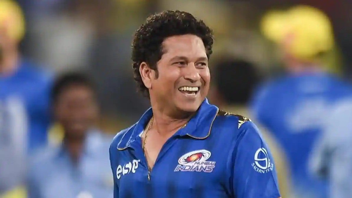 "WATCH- Mumbai Indians describe Sachin Tendulkar with SRK's hit ""Tujh Mein Rab Dikhta"""