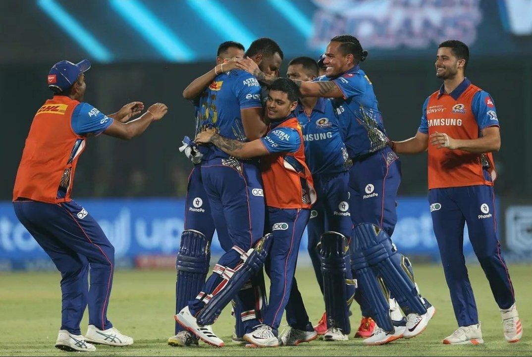 Kieron Pollard's teammates celebrating the win   IPL/BCCI