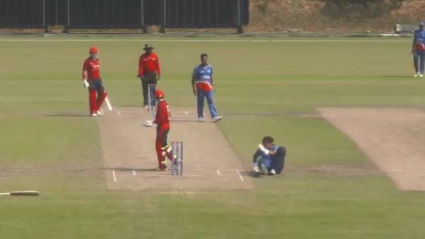 क्रिकेट के मैदान पर देखने को मिली एक मजेदार घटना