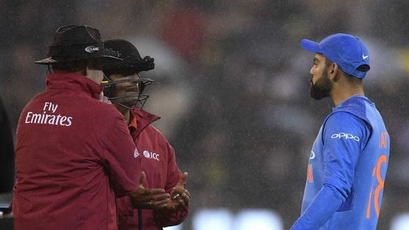 AUS v IND 2018: WATCH- Virat Kohli argues the with on-field umpires over playing in the rain