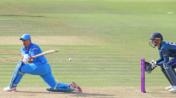 WATCH: MS Dhoni receives message from Virat Kohli to attack and loses his wicket doing so