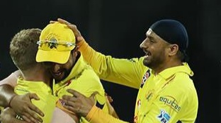 IPL 2018: Harbhajan Singh and Suresh Raina celebrate last night's win over KKR on Twitter
