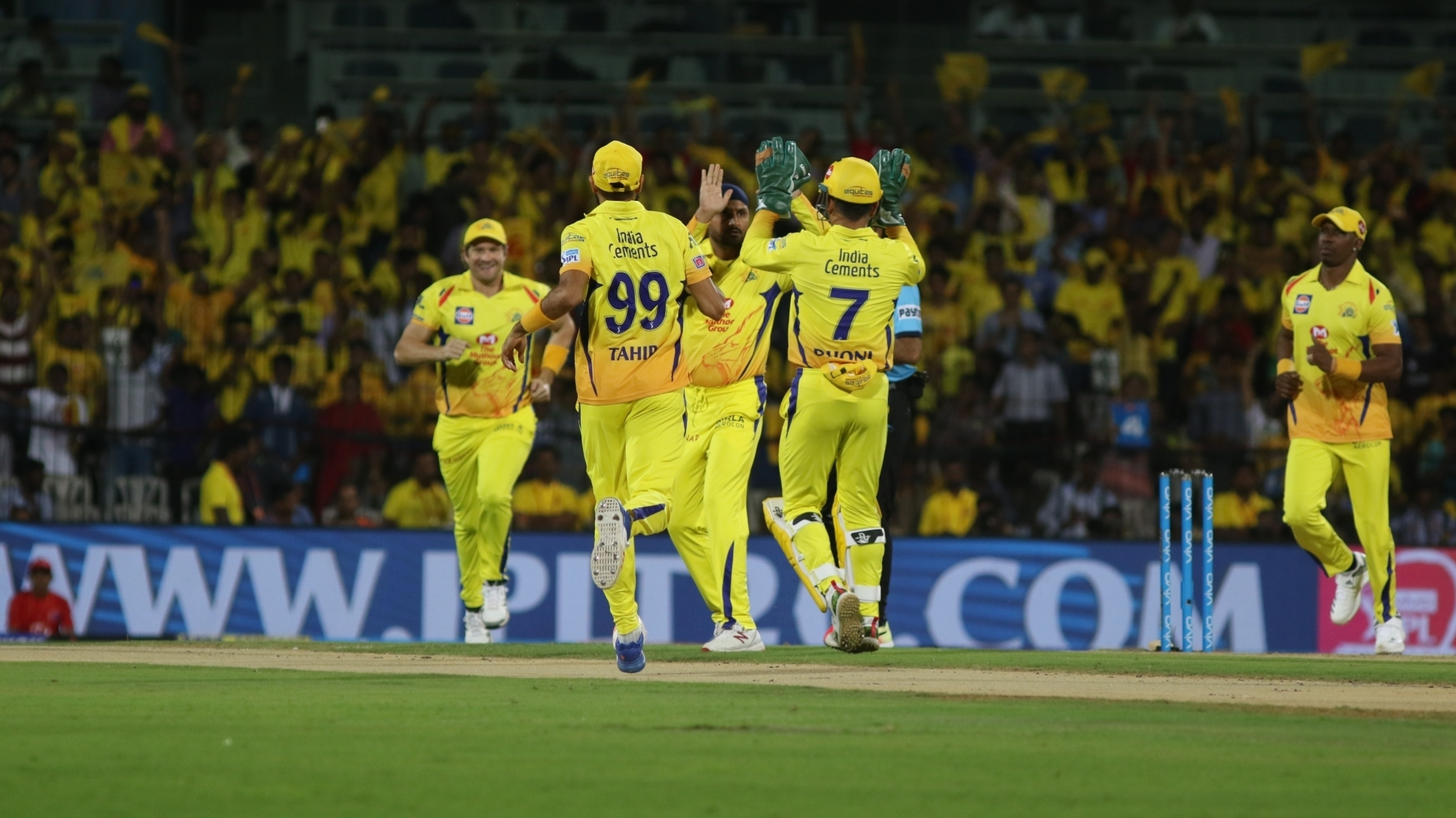 IPL 2018: Twitteratis laud Chennai Super Kings' epic run-chase against Kolkata Knight Riders