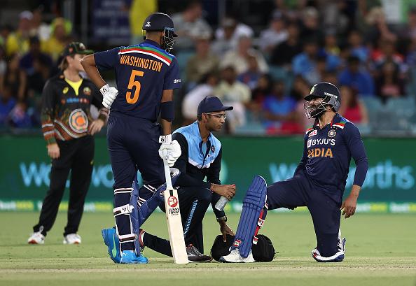 Ravindra Jadeja examined by team doctor | Getty Images