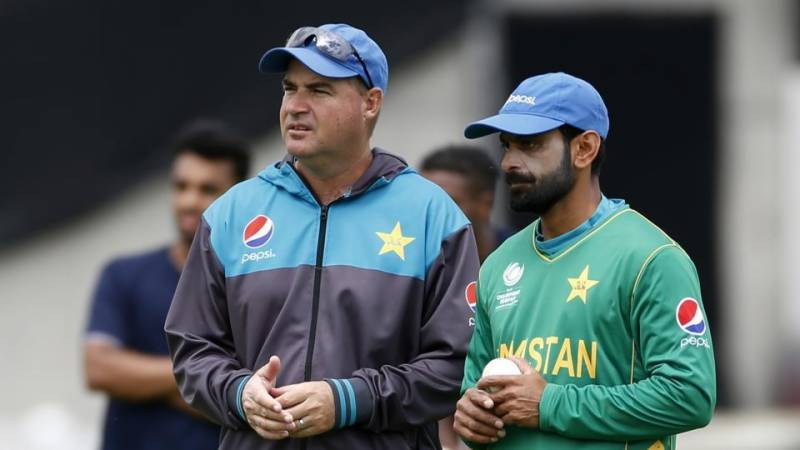 Mickey Arthur apologised to Mohammad Hafeez | AFP