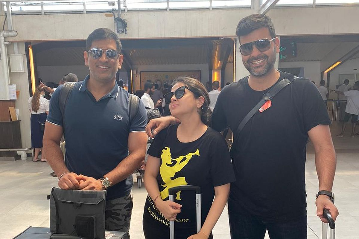 A recent photo of MS Dhoni and RP Singh with Sakshi Dhoni