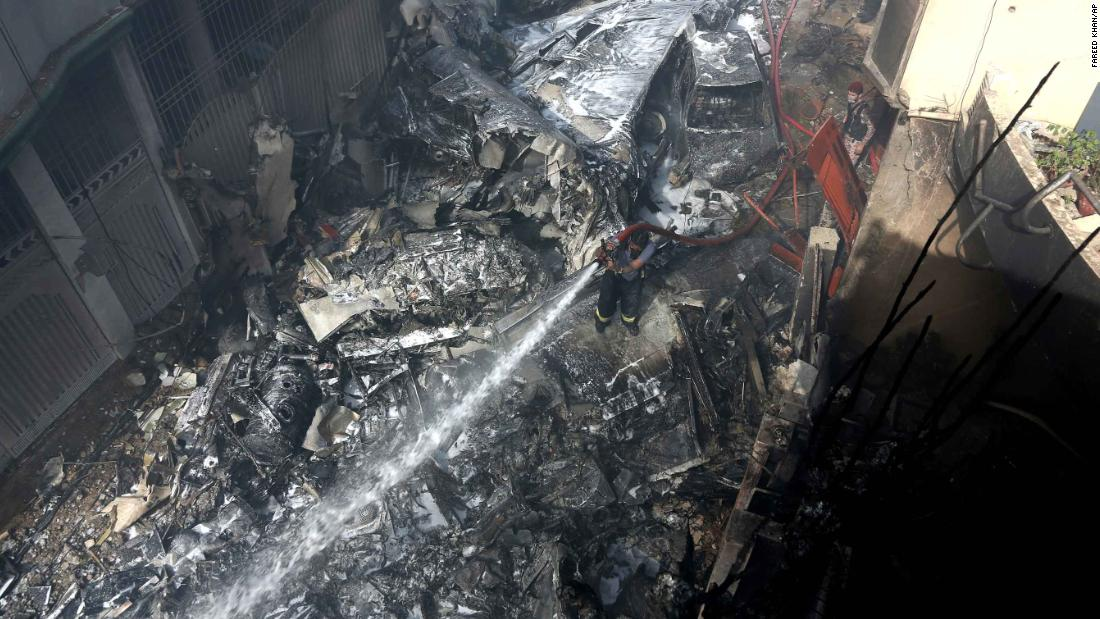 PIA Airbus A320 crashed into homes near Karachi airport