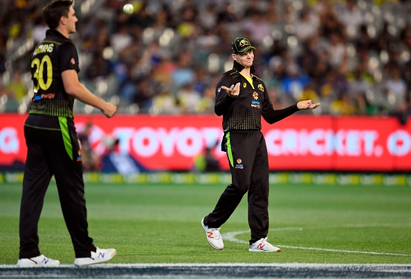 Steve Smith communicates with Aaron Finch as Pat Cummins gets ready to bowl | Getty