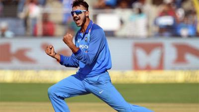 सुनील गावस्कर के अनुसार तीसरे T20 में युजवेंद्र चहल की जगह अक्षर पटेल को देना चाहिए मौका