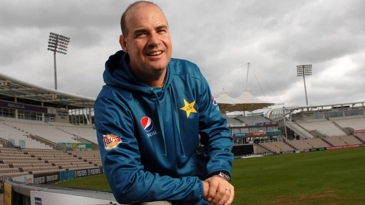 Mickey Arthur clarifies Imad Wasim's future as Pakistan skipper