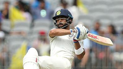 AUS v IND 2018-19 : देखिये - विराट कोहली ने जड़े पारी की शुरुआत में ही जोश हैज़लवुड की गेंद पर तीन चौके