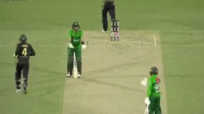 AUS v PAK 2019: WATCH - Babar Azam gets angry on Asif Ali as the latter gets out playing an irresponsible shot