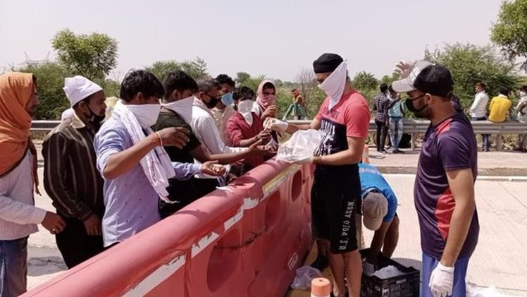 KXIP all-rounder starts distributing food, water to migrants after being moved by their plight
