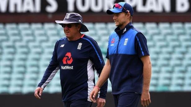 इंग्लैंड कोच ट्रेवर बेलिस चाहते हैं कि बल्लेबाज़ काउंटी चैम्पियनशिप में प्रदर्शन करे