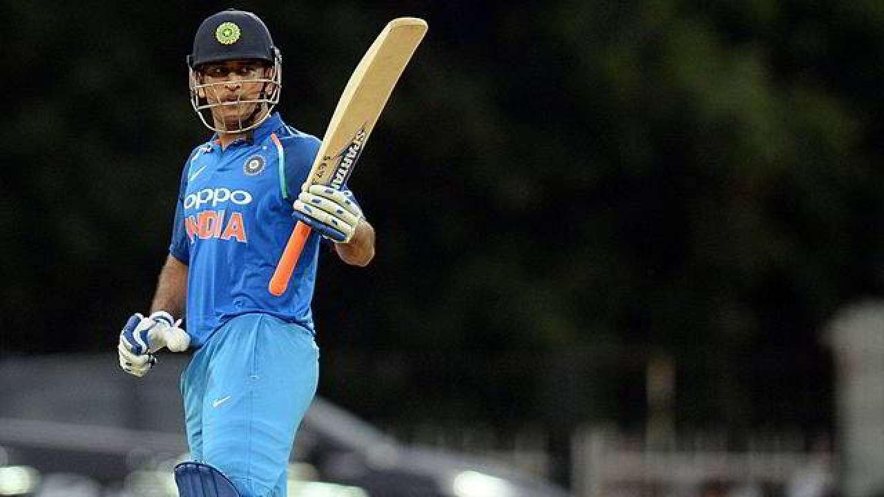 पूर्व दिग्गजों के अनुसार एमएस धोनी को भारतीय वनडे टीम में नंबर 5 पर बल्लेबाजी करनी चाहिए
