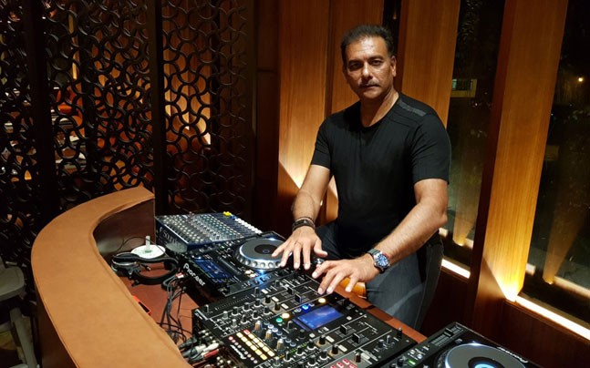 Ravi Shastri dons the DJ hat in Team India's New Year Party