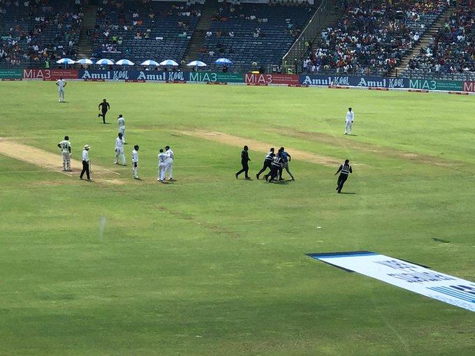 Fan entered the field for Rohit Sharma | Twitter