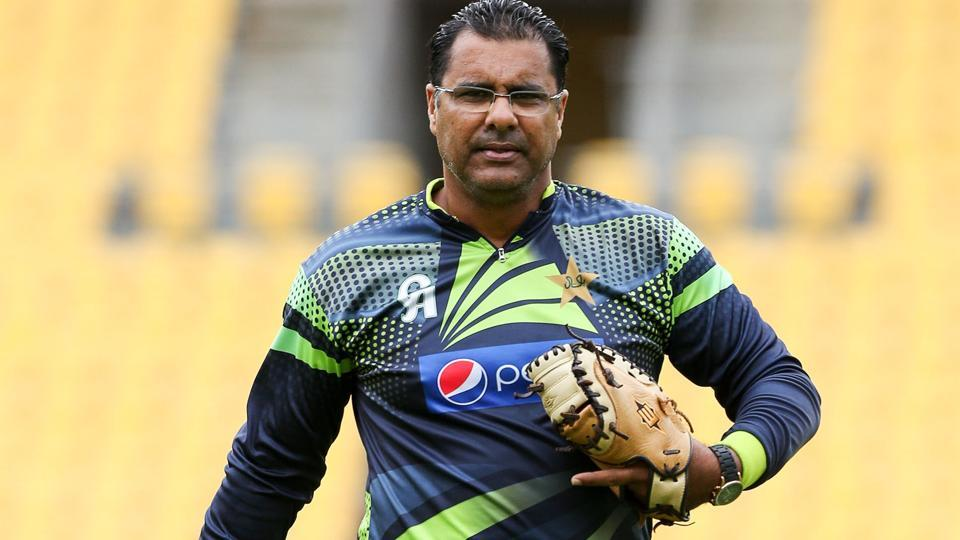 Fans remind Waqar Younis of his own ball tampering experience as he tweeted about Aussie scandal