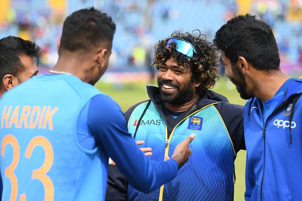Hardik Pandya and Lasith Malinga having a chat | GETTY