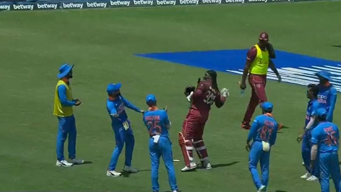 WI v IND 2019: WATCH – Indian players give a special send-off to Chris Gayle after his farewell ODI innings