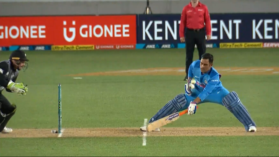 NZ v IND 2019: WATCH- MS Dhoni plays a one-hand defensive shot to avoid getting stumped
