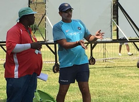 Ravi Shastri speaks to Wanderers curator (Pic. courtesy: CricketNext)
