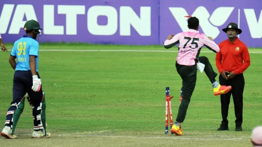 Shakib losing his cool and kicking the stumps   Twitter