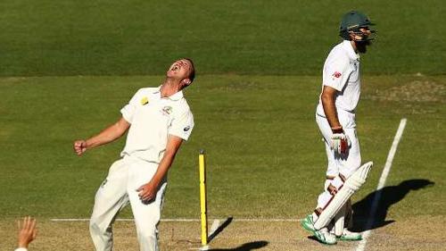 ऑस्ट्रेलिया के तेज गेंदबाज जोश हैज़लवुड, हाशिम अमला पर दबाव बनाए रखने के लिए हैं उत्सुक