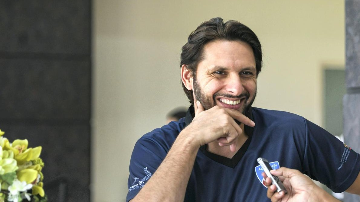 Shahid Afridi hilariously responds after fans asked about his age and phone number