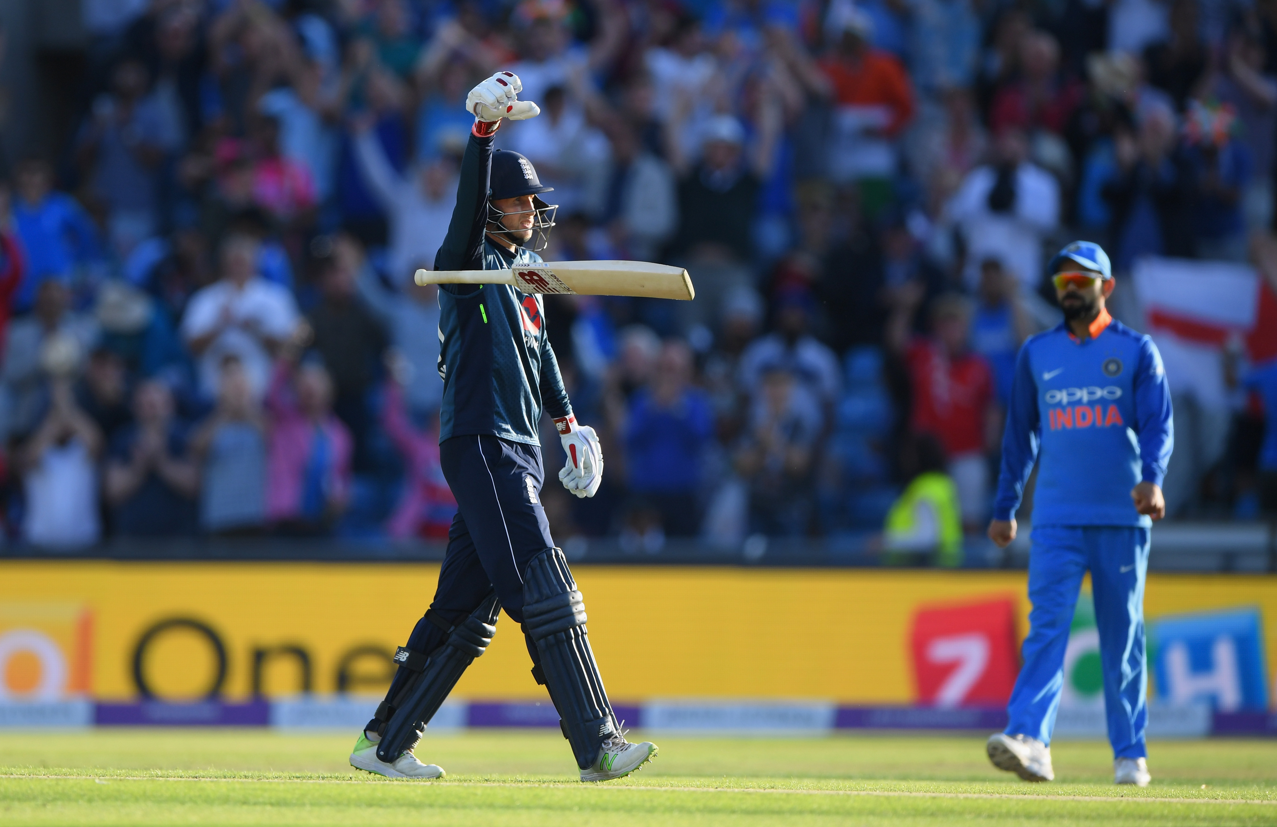 Joe Root celebrated his hundred with drop the mic gesture. (Getty)