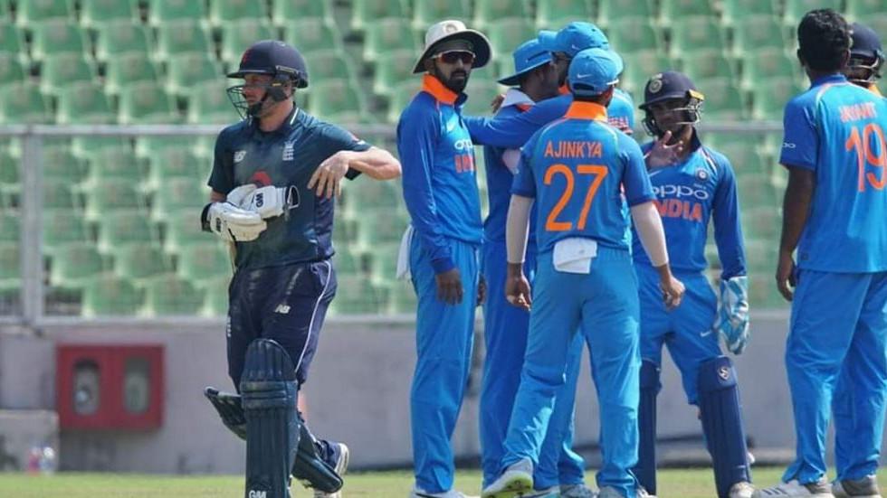 भारत ए और इंग्लैंड लायंस के चौथे वनडे मैच के दौरान मधुमक्खियों ने किया दर्शकों का एक समूह को घायल