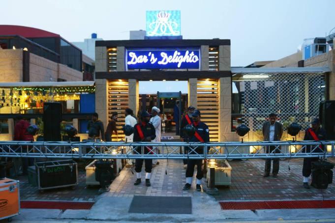 "Aleem Dar's Lahore resturant ""Dar's Delighto""   Twitter"