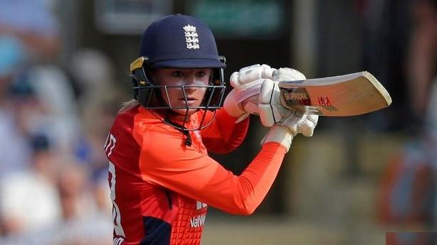 Danielle Wyatt leads England Women to series winning 5-wkt win in second T20I