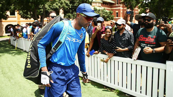 AUS v IND 2018-19: WATCH - Hardik Pandya kept himself away from fans after controversy