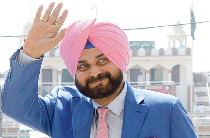 Navjot Singh Sidhu reached Pakistan on Friday | Twitter