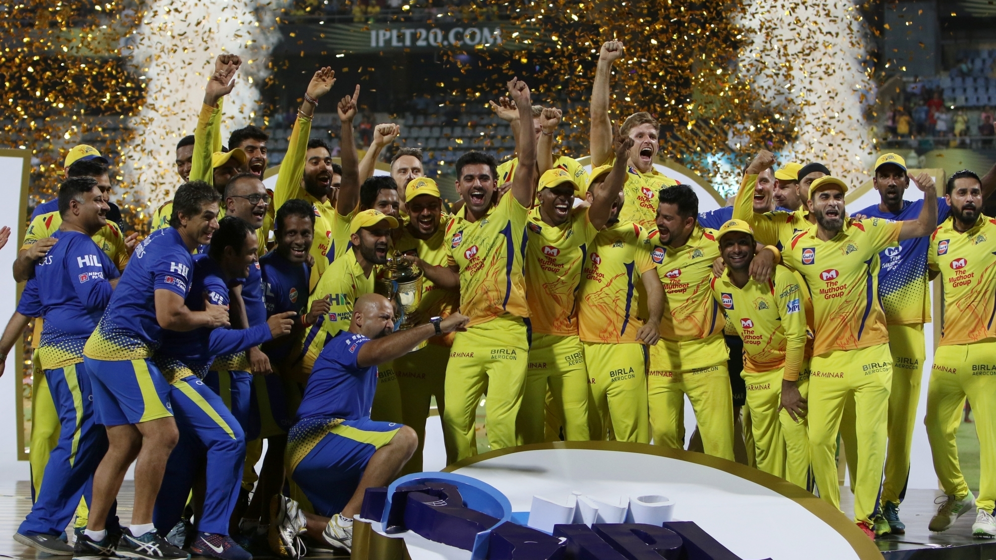 IPL 2018: Watch – MS Dhoni and his troops lifting the 'IPL 2018 trophy'