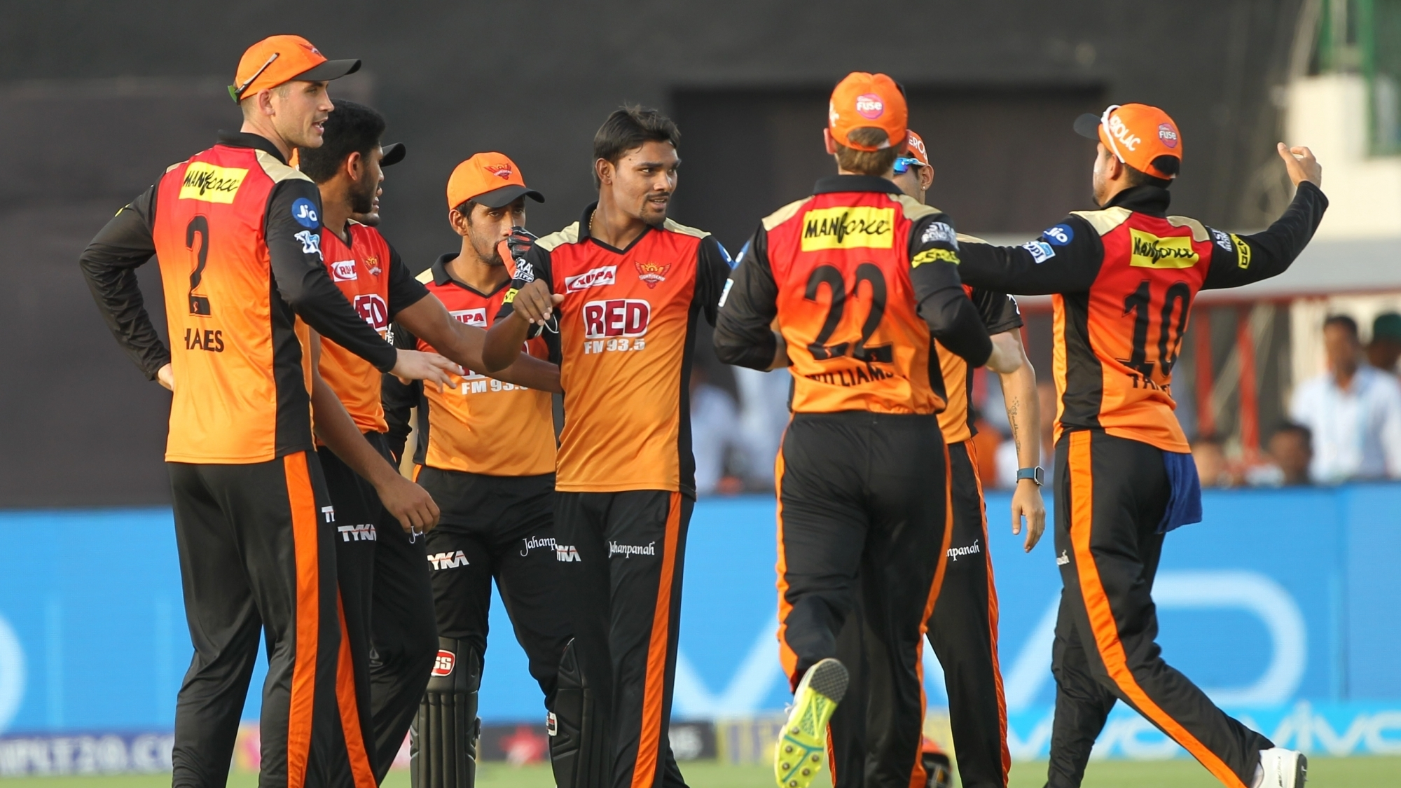 IPL 2018: Twitter reacts as Sunrisers Hyderabad bowling defends another below par total