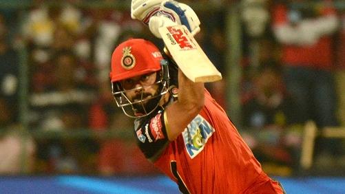 IPL 2018: WATCH- जब विराट को उनके फैन ने प्लेन में दिया सेंचुरी लगाने का आदेश