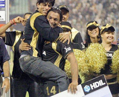 Shahrukh Khan and Shoaib Akhtar celebrating a KKR win   NDTV