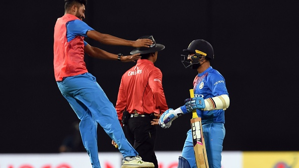 WATCH: Dinesh Karthik was left furious with Rohit Sharma's decision in Nidahas Trophy