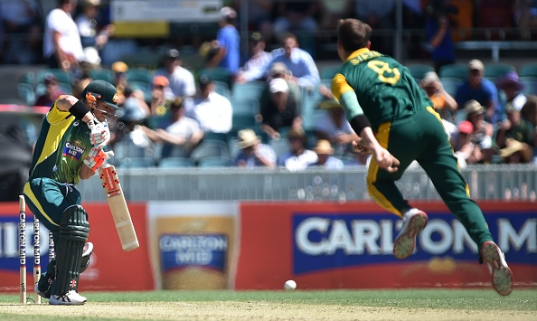 Dale Steyn bowling to David Warner | Getty Images