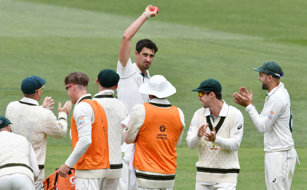 Mitchell Starc took 6 wickets in the first innings of Adelaide Test against Pakistan. (photo - getty)
