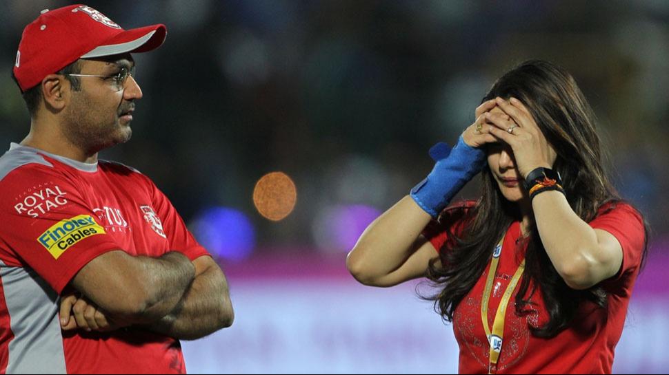 फर्जी टाइम्स: प्रीती जिंटा से हुई तू-तू, मैं-मैं के बाद वीरेंद्र सहवाग ने तोडा पंजाब से नाता
