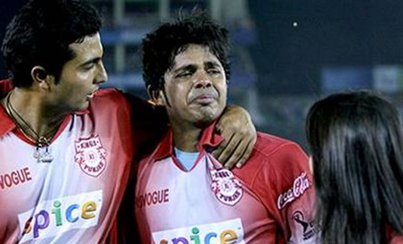 Sreesanth crying, after allegedly slapped by Harbhajan Singh